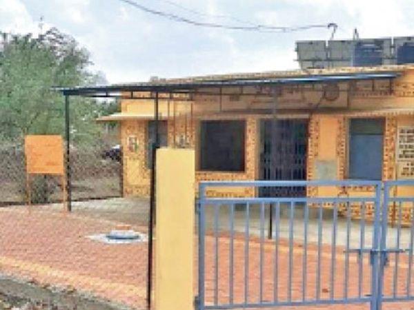 छिरारी में एएनएम पॉजिटिव हुई तो वैक्सीनेशन सेंटर ही बंद कर दिया। - Dainik Bhaskar