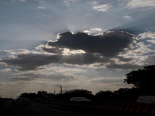 धुप छांव का खेल खेलता सूरज - Dainik Bhaskar