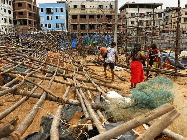अलग-अलग राज्यों में अब तक तूफान से प्रभावित इलाकों में 8 लोगों की मौत हो गई है। महाराष्ट्र में भी मकानों को नुकसान पहुंचा है।