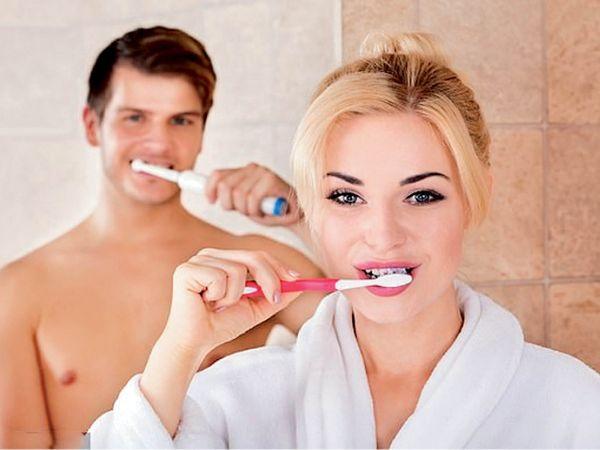 रिपोर्ट के मुताबिक सिर्फ दांतों को चमकाने को लेकर साल भर में ब्रिटेन में 10 लाख से ज्यादा लोगों ने पूछताछ की  - Dainik Bhaskar