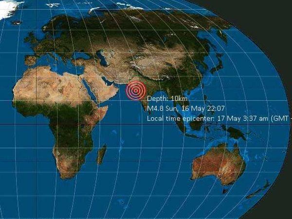 भूकंप का केंद्र राजकोट के दक्षिणी इलाके में जमीन से 10 Km अंदर पाया गया। किसी भी तरह के जान-माल के नुकसान की खबर नहीं है। - Dainik Bhaskar