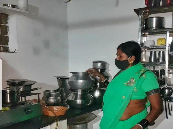 गोदावरी तारक ने परिवार के साथ मिलकर काम किया है।