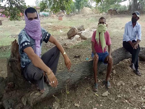 बेलौदी गांव के लोग इस तरह के संक्रमण के संक्रमण के समय हैं।