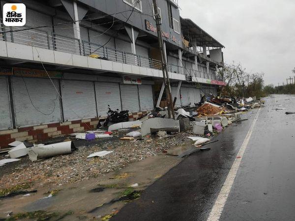 उना में तेज हवा की वजह से बिल्डिंग को भी नुकसान पहुंचा। यहां परिसर के कुछ हिस्से टूटकर गिर गए।