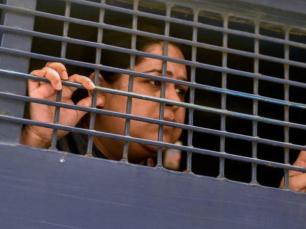 कोर्ट में पेशी के बाद रोजिना को जेल भेज दिया गया।