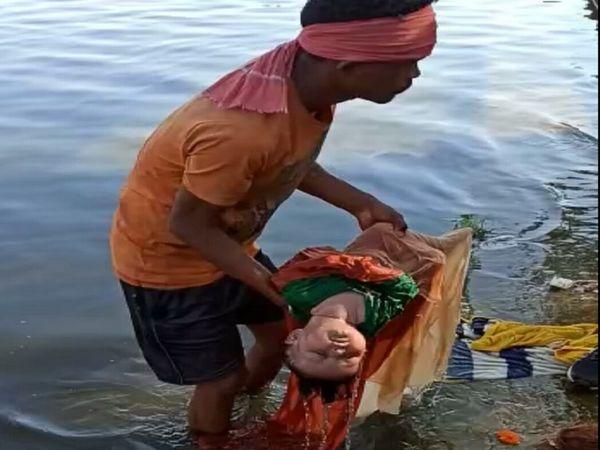 शिवनाथ नदी से मानव शरीर का निर्माण किया गया।  यह पूरी तरह से ठीक है।