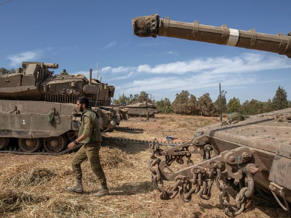 सैन्य ताकत के मामले में हमास या फिलिस्तीन इजराइल के आगे कहीं नहीं ठहरता। ये भी कहा जा सकता है कि दोनों की कोई तुलना ही नहीं है।