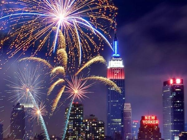इस बार न्यूयॉर्क की प्रतिष्ठित एम्पायर स्टेट बिल्डिंग दिवाली पर नारंगी रंग से जगमगाएगी। - Dainik Bhaskar