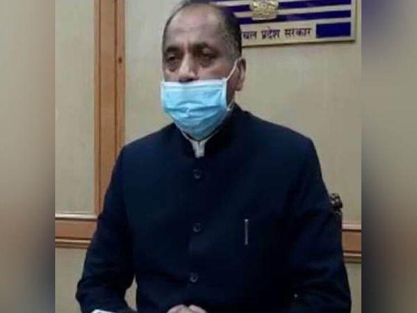 मीडिया से रू-ब-रू हिमाचल प्रदेश के मुख्यमंत्री जयराम ठाकुर। - Dainik Bhaskar