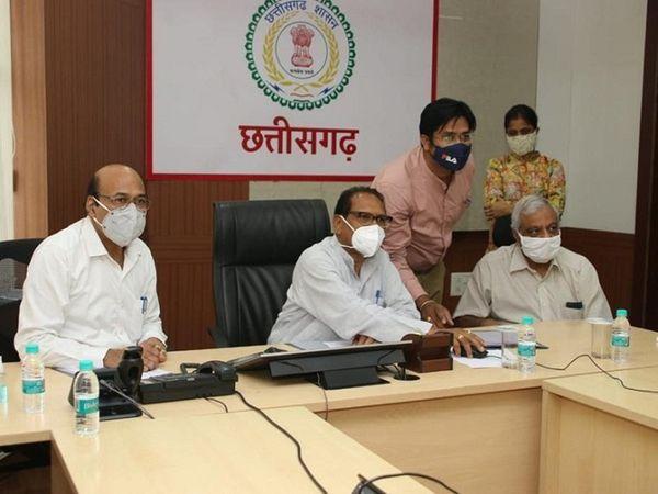 स्कूल शिक्षा मंत्री डॉ. प्रेमसाय सिंह टेकाम ने रिजल्ट ऑनलाइन जारी किया। - Dainik Bhaskar