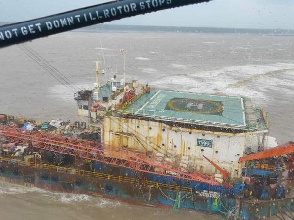 कोलावा पॉइंट से 48 नॉटिकल मील उत्तर की ओर फंसा था जहाज GAL कंस्ट्रक्टर।