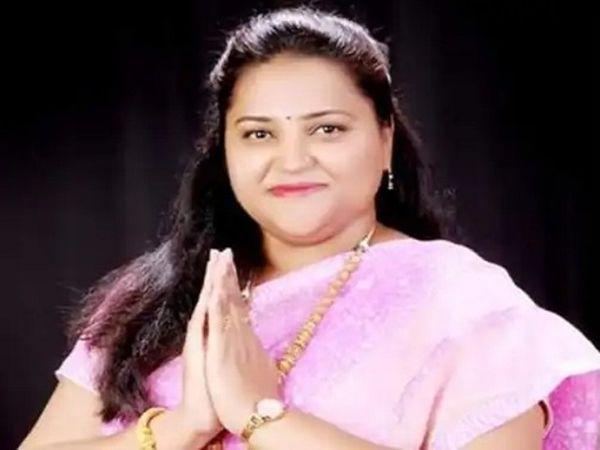 प्रियदर्शनी खुद को एक राजनीतिक दल की अध्यक्षा बताते हुए फिरौती की मांग कर रही थी। - Dainik Bhaskar