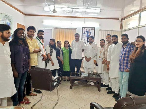 पात्रा ने कांग्रेस के राज्यसभा सांसद राजीव गौड़ा के ऑफिस की फोटो भी जारी की।