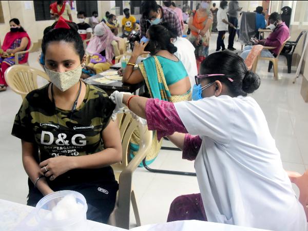 वैक्सीनेशन के नियमों में बदलाव की सिफारिश नेशनल एक्सपर्ट ग्रुप ऑन वैक्सीन एडमिनिस्ट्रेशन फॉर कोविड (NEGVAC) ने की थीं। - Dainik Bhaskar