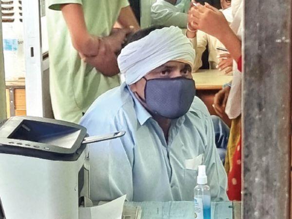 सूबेदार शेरसिंह ने बताया मैंने 21 अप्रैल को दवा बाजार के कारोबारी व प्रकरण के आरोपी रहे गौरव केसवानी से 36 हजार में 3 इंजेक्शन खरीदे थे। - Dainik Bhaskar