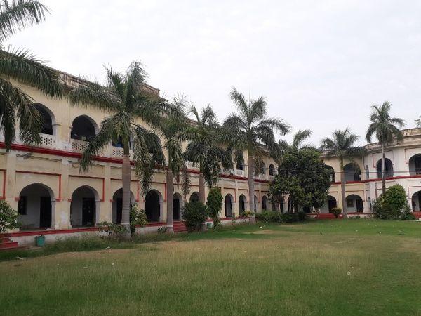 परीक्षाएं टलने और विश्वविद्यालय बंद होने के चलते इविवि के सारे हॉस्टल खाली पड़े हैं। - Dainik Bhaskar