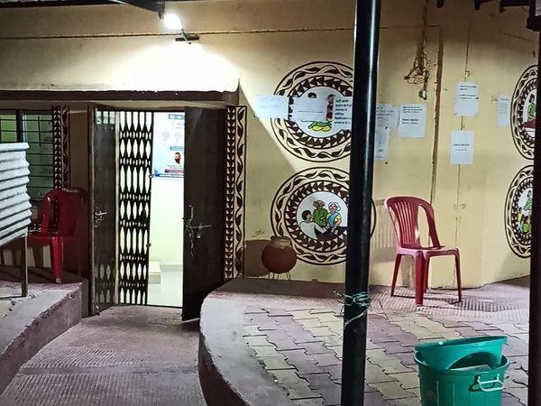 रात में भी खुल गया था डीडी नगर प्राथमिक स्वस्थ केंद्र का द्वार।