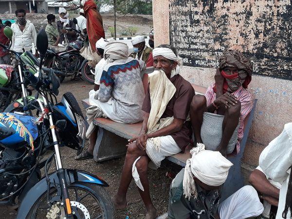 ખોદ ગામના ગામડામાં વેચાય છે