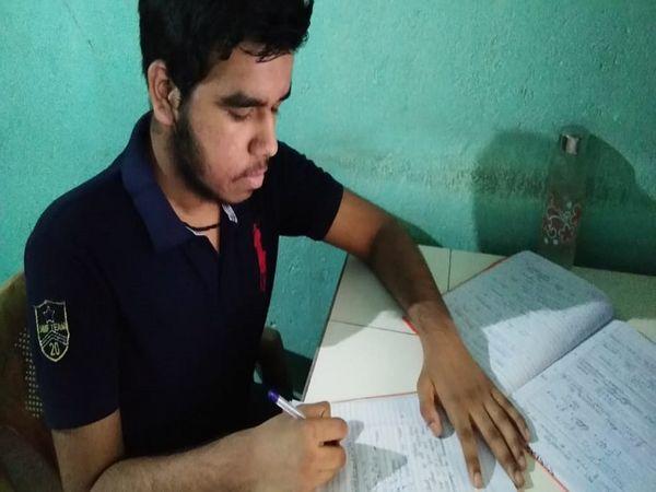 आगे आगे की परीक्षा की परीक्षा उत्तीर्ण करना।