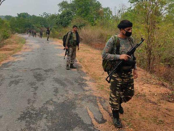 जिले में सीआरपीएफ और पुलिस का नक्सलियों के खिलाफ कॉम्बिंग ऑपरेशन चल रहा है।