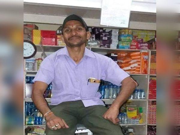 राजकुमार मुंबई में एक किराने की दुकान चला रहे थे।