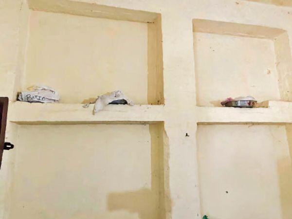 यमुनानगर  श्मशान घाट में लॉकर फुल, दीवार पर रखी अस्थियां। - Dainik Bhaskar