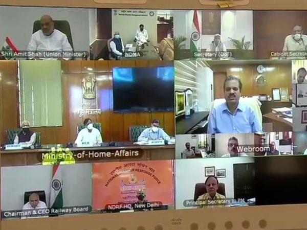 PM मोदी के साथ मीटिंग में गृह मंत्री अमित शाह भी शामिल हुए।