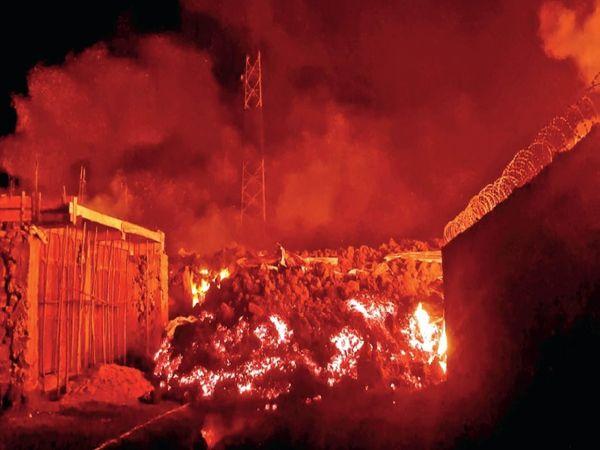 19 साल बाद फूटा ज्वालामुखी जिससे पूरा आसमान लाल हो गया। - Dainik Bhaskar
