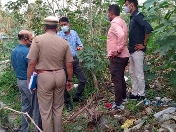 मामले की जानकारी मिलने के बाद मौके पर जांच के लिए पहुंची तलेगांव पुलिस।