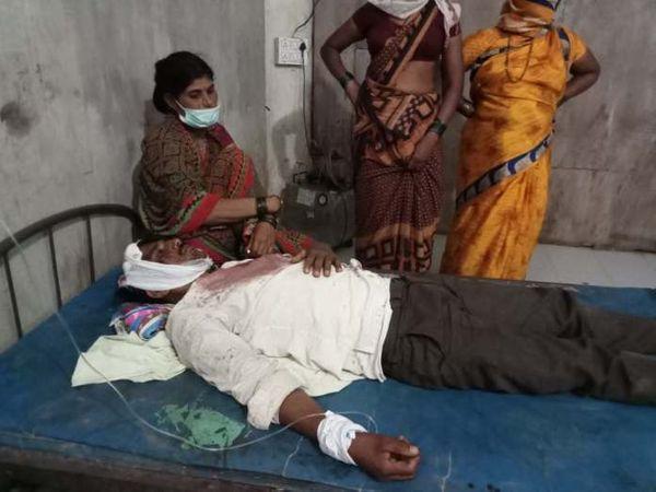 घायल हुए पांच लोगों में से एक की हालत गंभीर बनी हुई है।