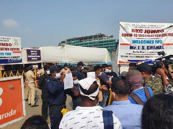 फिल्हाम मुंबई में वैक्सीन की कमी के चलते हर दिन कहीं न कहीं वैक्सीनेशन रोकना पड़ता है। - Dainik Bhaskar