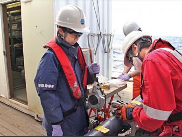 काइमी की यह छलांग जापान के समुद्र में 6 हजार किमी की गहराई में मिले दुर्लभ खनिजों को निकालने का पहला बड़ा कदम है। - Dainik Bhaskar