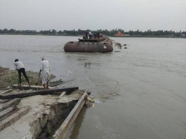 The water in the river increased, the Pipa bridge was washed away.  - Dainik Bhaskar