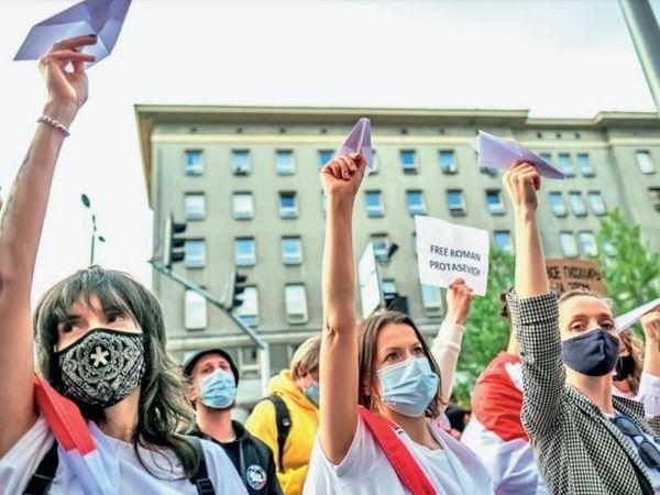 बेलारूस में पिछले साल विरोध प्रदर्शनों को क्रूरतापूर्वक कुचलने और मानवाधिकारों के उल्लंघन के लिए प्रतिबंध लगाए गए थे। - Dainik Bhaskar