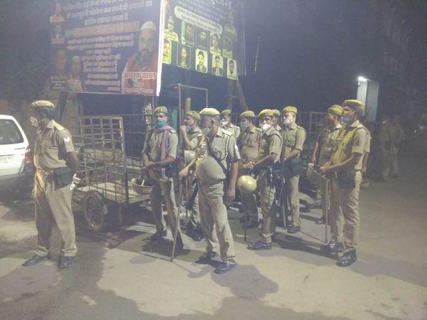 Police force deployed after the incident.  - Dainik Bhaskar