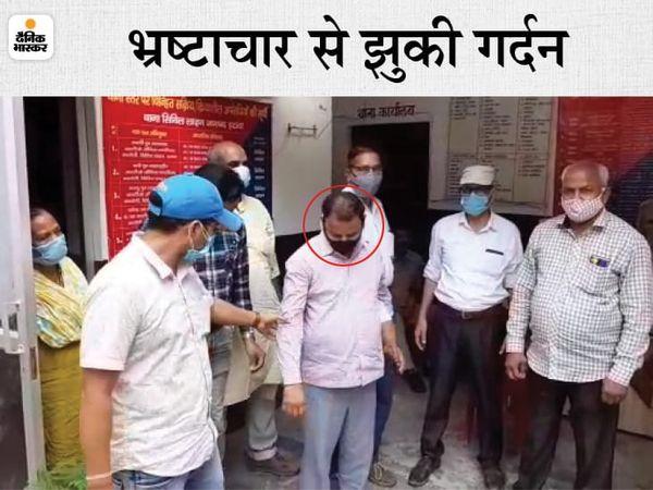 The Anti Corruption Team sent Lekhpal to jail - Dainik Bhaskar