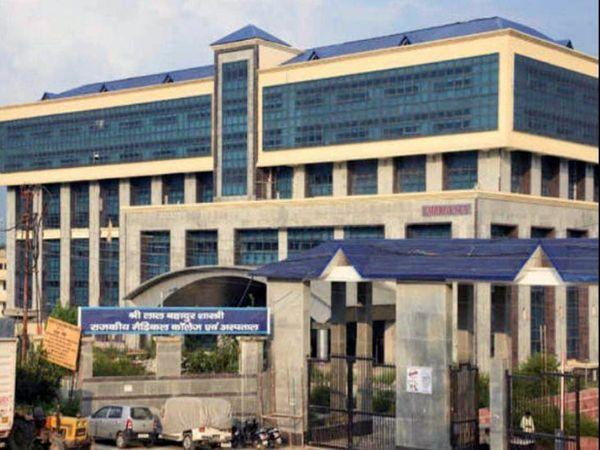 मंंडी जिले के नेरचौक स्थित मेडिकल कॉलेज, जहां एक कोरोना मरीज के परिजन द्वारा ट्रेनी डॉक्टर पर हमले की घटना सामने आई है। - Dainik Bhaskar