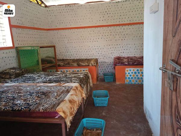 दस से बारह महिलाएं एक बार में यहां ठहर सकती हैं। सोने के लिए बाकायदा बेड की व्यवस्था की गई है।