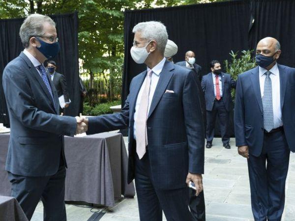 अमेरिकी कॉर्पोरेट सेक्टर के लीडर्स से मुलाकात के दौरान विदेश मंत्री जयशंकर। - Dainik Bhaskar