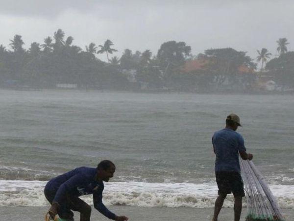 गुरुवार को मॉनसून मालदीव को भी पार कर चुका है। मॉनसून की उत्तरी सीमा केरल के तट से अभी करीब 200 किमी दूर है।- फाइल फोटो। - Dainik Bhaskar