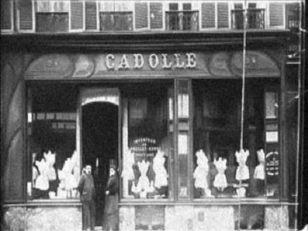 1911 में हर्मिनी केडल ने पहला स्टोर खोला था।