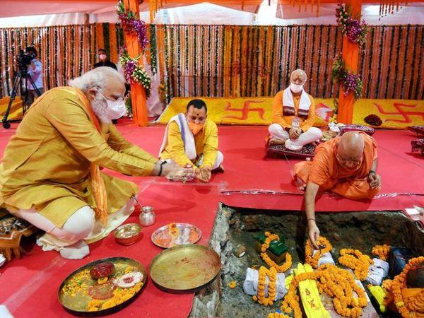 नवंबर 2019 में सुप्रीम कोर्ट से राम मंदिर निर्माण का रास्ता साफ हुआ। 5 अगस्त 2020 को PM मोदी ने अयोध्या में राम मंदिर निर्माण की नींव रखी।