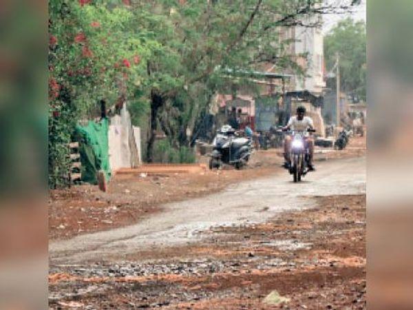 शाम 6 बजे बिजली गरजने के बाद हुई बारिश। - Dainik Bhaskar