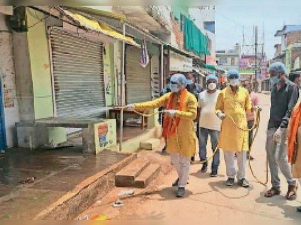 निवाड़ी| अनलॉक की तैयारी में विधायक ने नगर को कराया सैनिटाइज। - Dainik Bhaskar