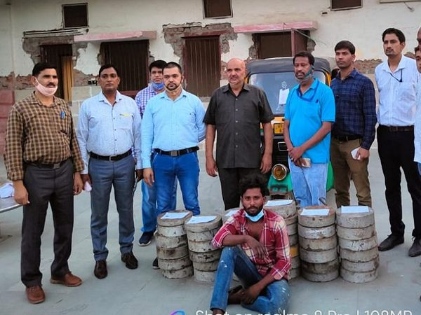 RPF ने मुजेड़ी गांव निवासी शिवम नामक चोर काे गिरफ्तार कर लिया। - Dainik Bhaskar