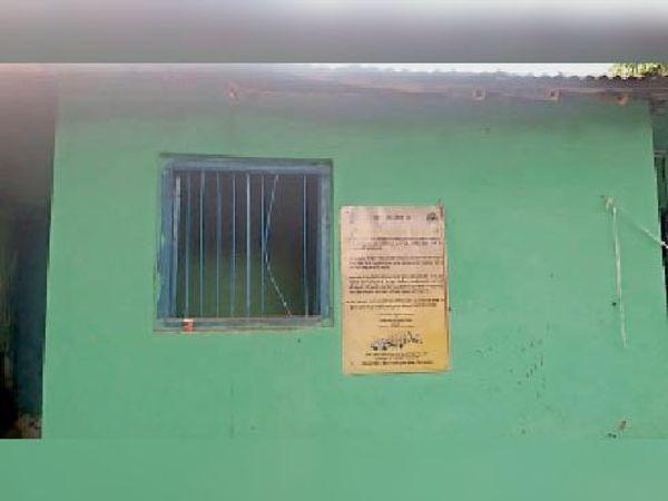 हाजत की खिड़की जहां से आरोपी हुआ फरार - Dainik Bhaskar