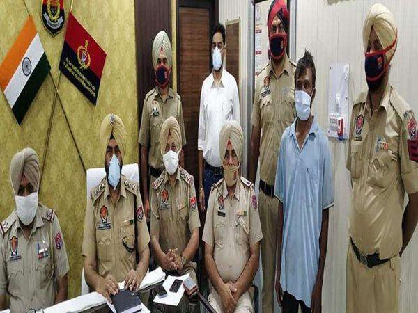 बस्सी पठानां में पुलिस की गिरफ्त में हत्या का आरोपी। - Dainik Bhaskar