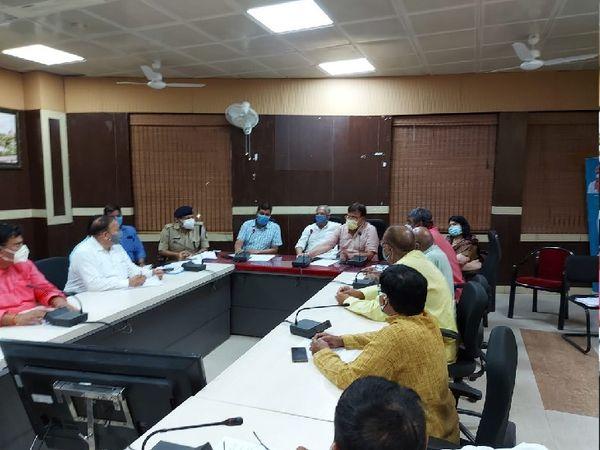 आपदा प्रबंधन की बैठक में लिया गया निर्णय - Dainik Bhaskar