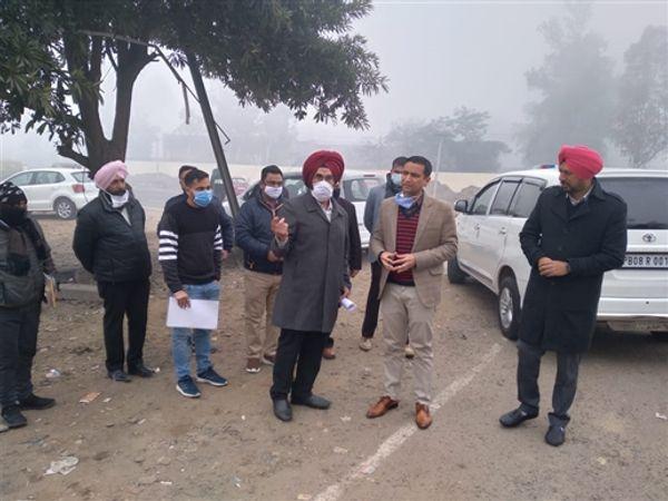 जनवरी महीने में DC घनश्याम थोरी ने अफसरों को लेकर यहां का दौरा किया था। - Dainik Bhaskar