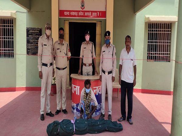 बेमेतरा जिले के नवागढ़ थाना अतर्गत गोढीकला गांव में अवैध गांजे की खेती करने वाला आरोपी गिरफ्तार किया गया। - Dainik Bhaskar